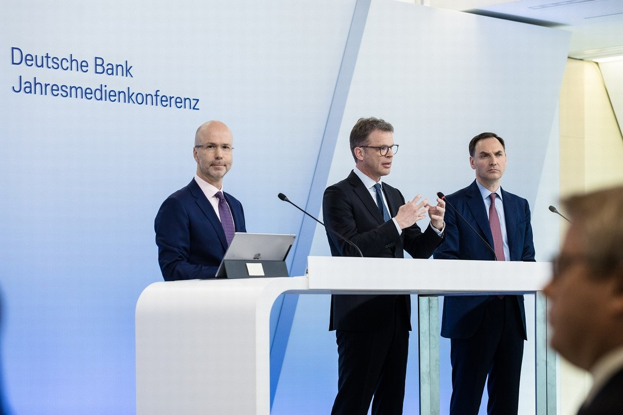 Joerg-Eigendorf--Christian-Sewing--James-von-Moltke--Annual-Media-Conference-2020--Jahresmedienkonferenz.jpg
