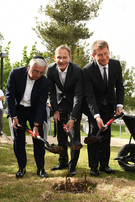 Yad Vashem groundbreaking ceremony with Paul Achleitner, Chairman of the Supervisory Board of Deutsche Bank AG; Hans-Joachim Watzke, CEO of Borussia Dortmund; and Richard Lutz, Deutsche Bahn CEO (f.l.t.r.)